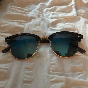 Sunglasses w Reflective Blue Lenses